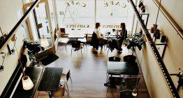 Чехия планирует принимать на работу поваров и официантов из стран, которые не входят в ЕС
